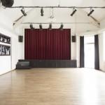Saal mit Bühne